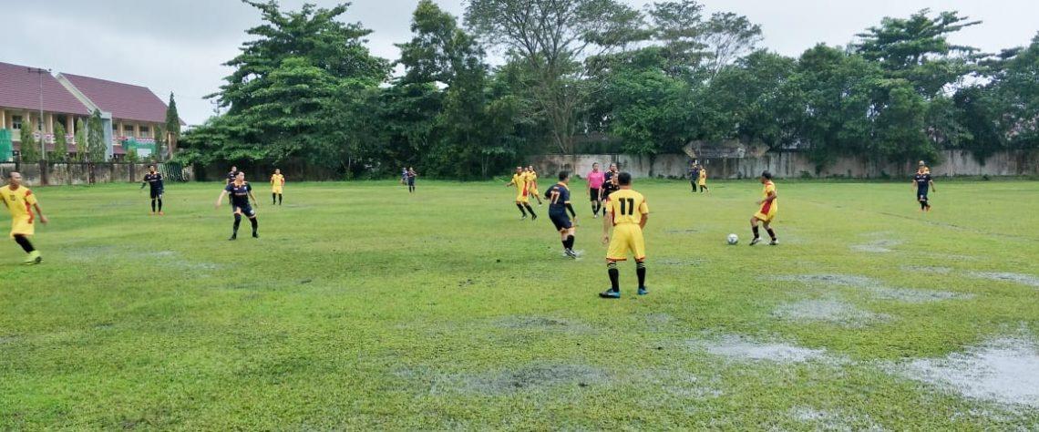 Penyebab Lapangan Sepak Bola Mudah Tergenang Dan Cara Mengatasinya